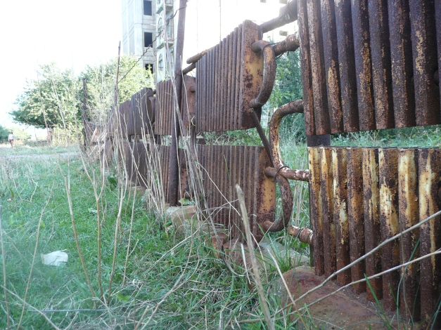 Radiator fencing, all the rage in Armenia