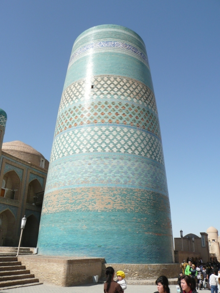 Kalta-minor minaret Khiva, would have been 2 to 3 times higher but the ruler who commissioned it inconveniently died before completion